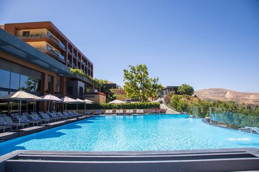 Mist Hotel And Spa By Warwick - Ehden - Pool