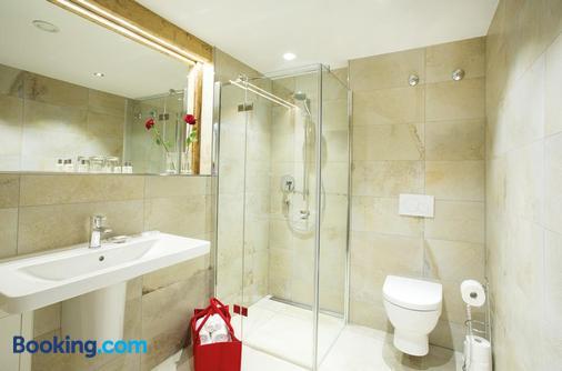 Landgasthof Schmuck - Sauerlach - Bathroom