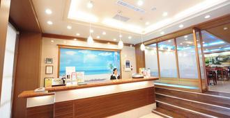 Kindness Hotel Weiwuying - Гаосюн - Ресепшен