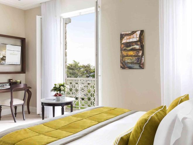 Hôtel Barrière Le Royal La Baule - La Baule-Escoublac - Bedroom
