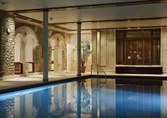 Hôtel Barrière Le Royal La Baule - La Baule-Escoublac - Pool