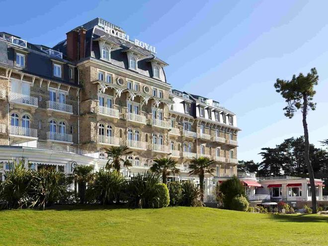 Hôtel Barrière Le Royal La Baule - La Baule-Escoublac - Building