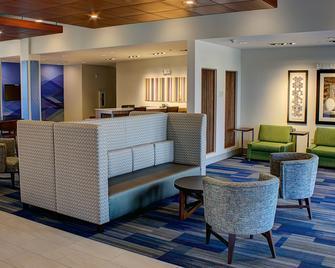 Holiday Inn Express & Suites Spencer, An IHG Hotel - Spencer - Вітальня