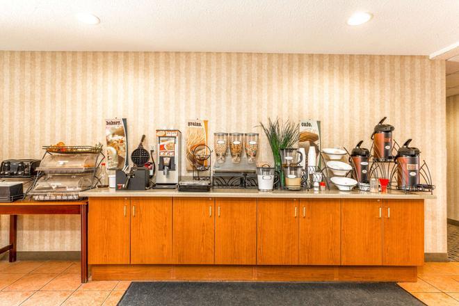 Microtel Inn & Suites by Wyndham Dry Ridge - Dry Ridge - Buffet