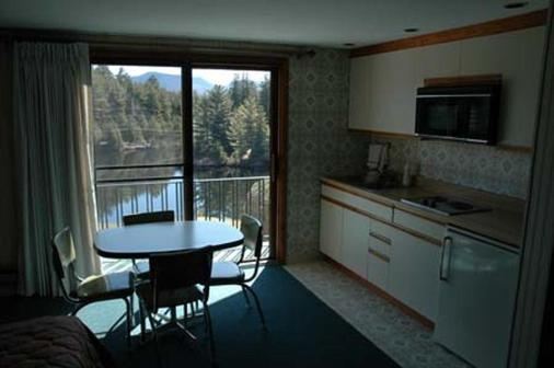 Prague Inn Suites And Cottages - Lake Placid - Kitchen