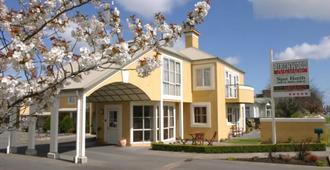 Birchwood Manor Motel - אינברקרגיל