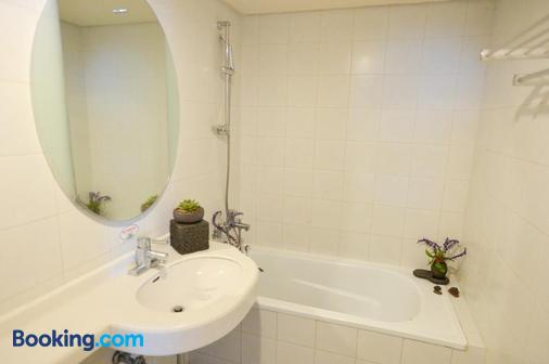 Daedong Hotel - Jeju City - Bathroom
