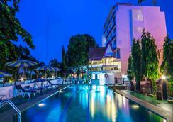 星酒店 - 芭達雅 - 游泳池