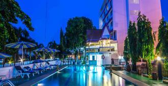Hotel Zing - Pattaya - Piscina