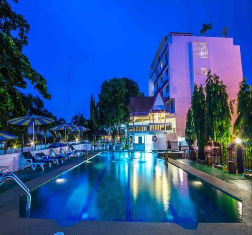Hotel Zing - Trung tâm Pattaya - Bể bơi