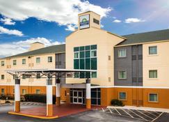 Days Inn & Suites by Wyndham Augusta Near Fort Gordon - Grovetown - Building
