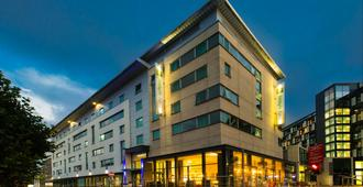 Holiday Inn Express Leeds City Centre - Armouries - Leeds - Bygning