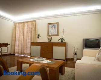 Helen´s House Apartment - Камара-де-Лобуш - Living room