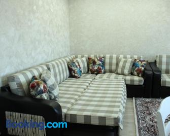 Apartment in the Karakol heart - Каракол - Living room