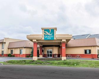 Quality Inn East - Indianapolis - Building