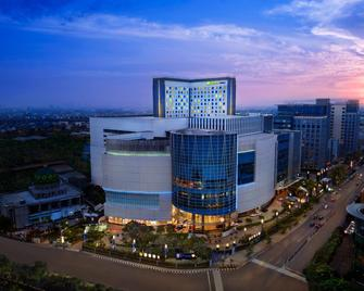 Holiday Inn Express Jakarta Pluit Citygate - North Jakarta - Building