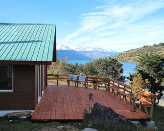 Patagonia 47g - Puerto Guadal - Gebäude