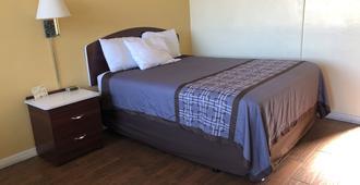 Economy Inn - Okeechobee - Bedroom