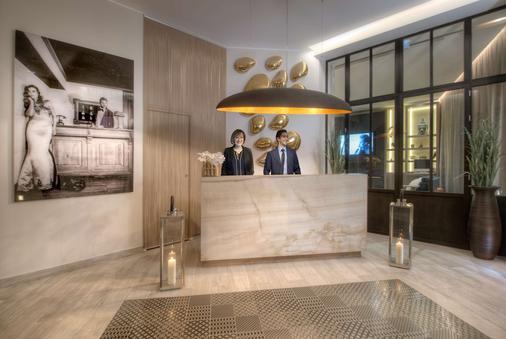 Best Western Plus Nice Cosy Hotel - Nice - Front desk