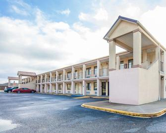 Econo Lodge - Grayson - Building