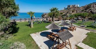 Plaka Beach Resort - Vasilikos - Patio
