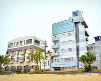 Hotel Urban Port - Obama - Gebouw