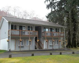 Rain Forest Resort Village - Quinault - Building