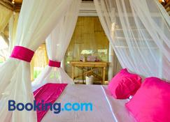 Coconut Garden Beach Resort - Maumere - Makuuhuone