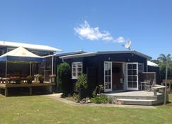 Perfect For The Professional Couple To Hide Away And Relax - Whangamata - Edificio