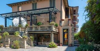 Villa Mery - Casale Monferrato - Gebäude