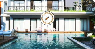 Gemini Star Hotel - Kuta - Pool