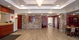 Red Roof Inn & Suites Indianapolis Airport - אינדיאנאפוליס - דלפק קבלה