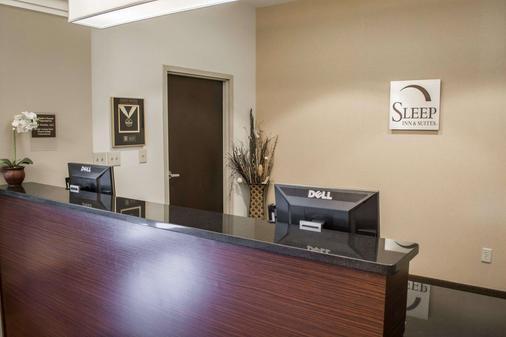 Sleep Inn & Suites Harbour Pointe - Midlothian - Front desk