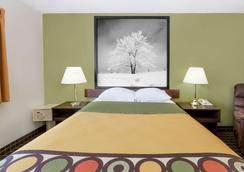 Super 8 by Wyndham Norfolk - Norfolk - Bedroom