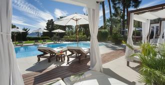 Hotel Chateau De La Tour - Cannes - Pool