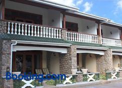 Sun Properties - Beau Vallon - Edifici