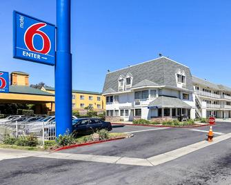 Motel 6 Oakland Airport - Oakland - Building