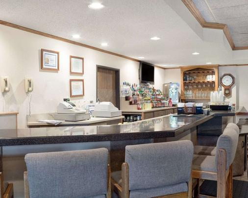 Quality Inn - Bismarck - Bar