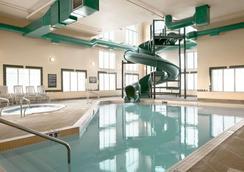 Super 8 by Wyndham High Level AB - High Level - Pool