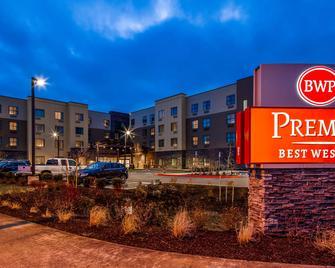 Best Western Premier Hotel at Fisher's Landing - Ванкувер - Building