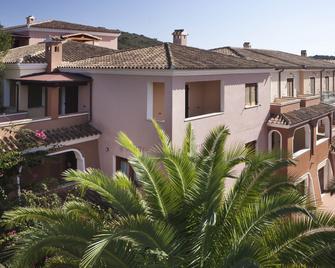 Residence Sos Alinos - Cala Liberotto - Building