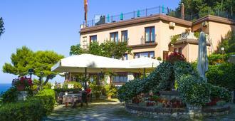 Hotel Internazionale - Portonovo - Edificio