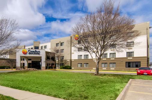 Comfort Inn and Suites Wichita - Wichita - Toà nhà