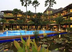 VC@Suanpaak Hotel & Serviced Apartments - Chiang Mai - Zwembad