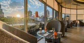 Radisson Blu Gautrain Hotel, Sandton Johannesburg - Johanesburgo - Restaurante
