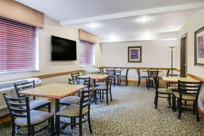 Super 8 by Wyndham Clearfield - Clearfield - Restaurant