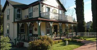 The All Seasons Groveland Inn - Groveland - Building