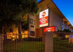 Best Western Plus Inn of Hayward - Hayward - Building