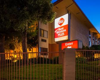 Best Western Plus Inn of Hayward - Hayward - Building