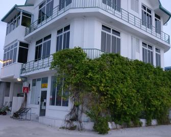 Baivaru Guesthouse Services - Nilandhoo (Gaafu Alifu Atoll) - Building